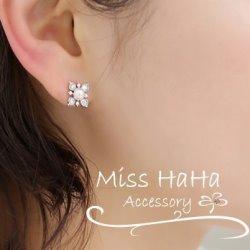 精緻水鑽花朵珍珠夾式耳環