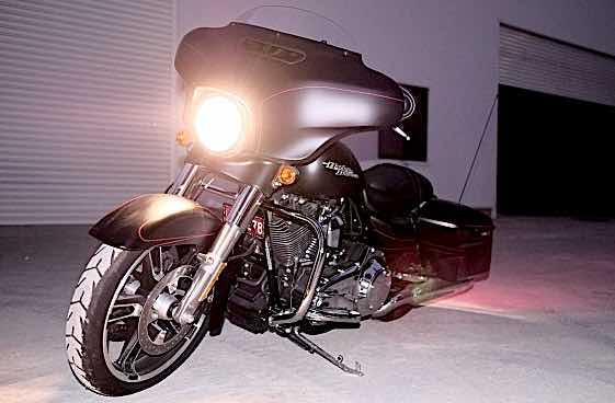 Harley Davidson FLHX Street Glid