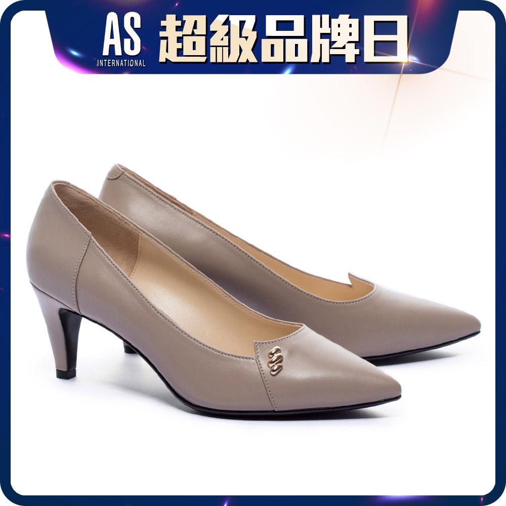 金屬釦飾羊皮尖頭高跟鞋