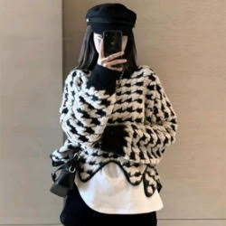黑白千島格波浪造型毛衣
