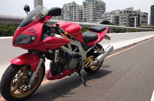 自售紅色SUZUKI SV1000S(2004)
