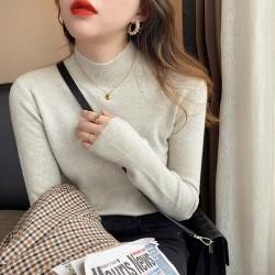 羊毛半高領針織衫