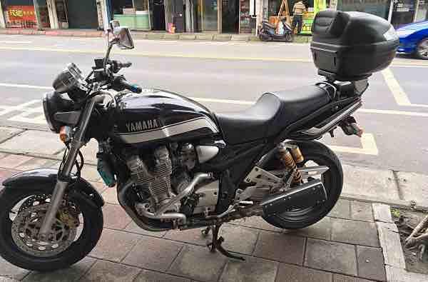 正牌的Yamaha XJR1300 XJR 1300