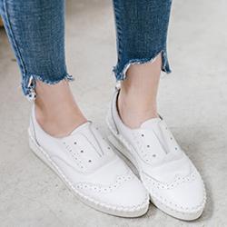 首爾街頭小白鞋
