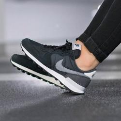 NIKE 女運動鞋