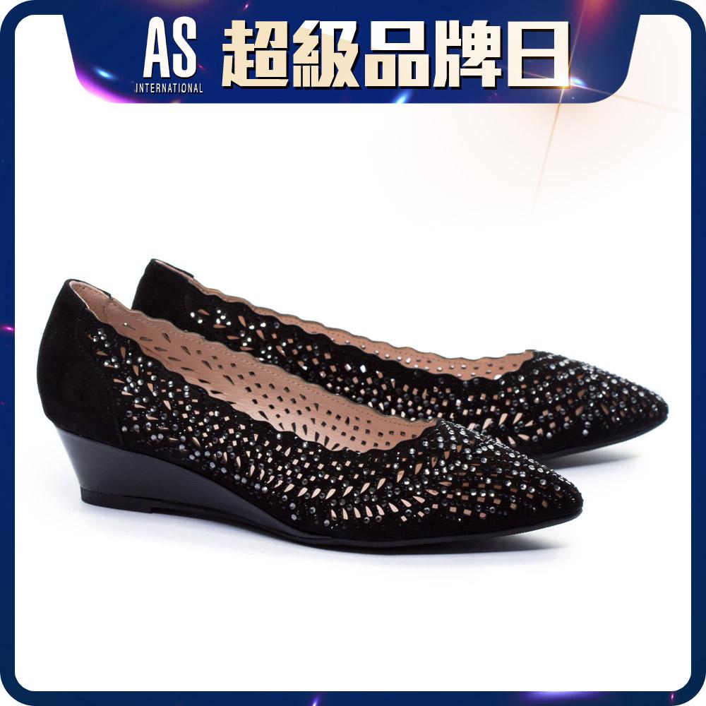 晶鑽鏤空羊麂皮尖頭楔型鞋