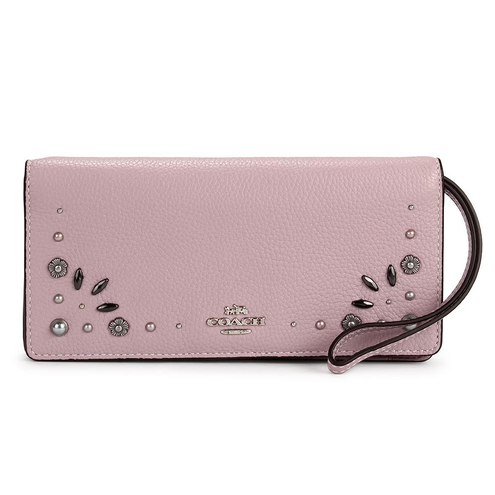 COACH 金屬馬車LOGO花花鉚釘綴飾荔枝紋皮革對折手拿包長夾-粉紫色COACH