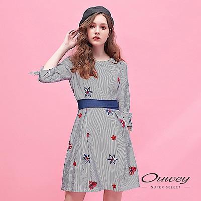 OUWEY歐薇 花朵刺繡造型條紋圓領洋裝(藍)