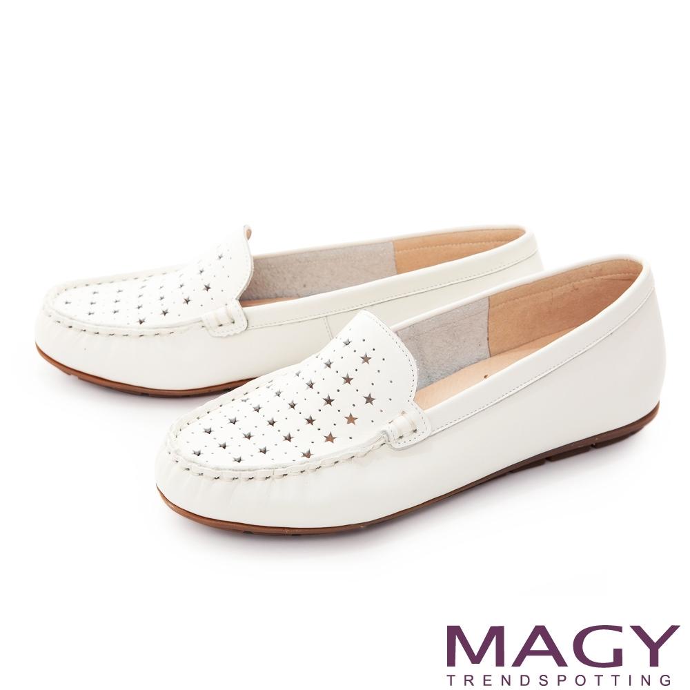 MAGY 真皮趣味穿孔平底 女 休閒鞋 白色