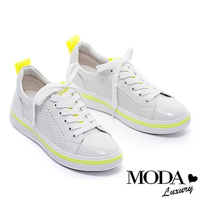 休閒鞋 MODA Luxury 率性潮感沖孔拼接漆皮綁帶厚底休閒鞋-白