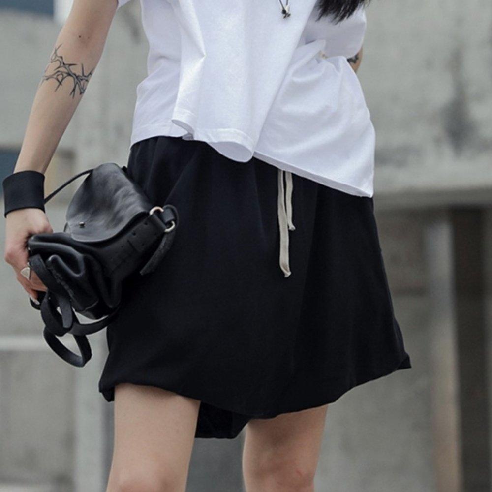 設計所在Style-新款暗黑吊襠銅氨絲短褲