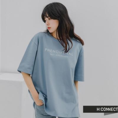 H:CONNECT 韓國品牌 女裝 -質感英文標語落肩T-Shirt-淺藍色