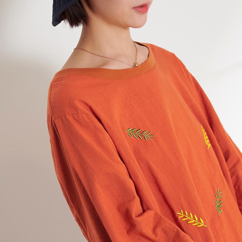 慢 生活 小樹葉刺繡薄款軟棉衛衣- 橘/灰