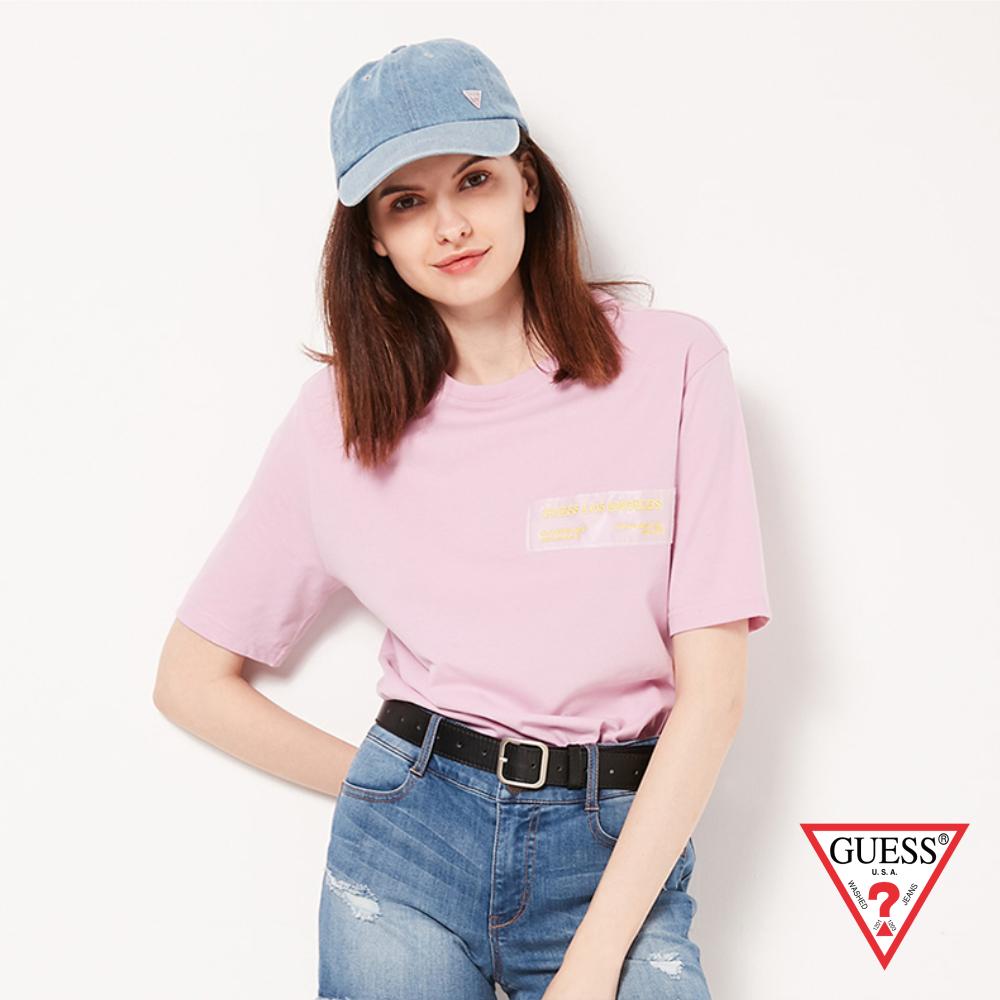 GUESS-女裝-素色交感布條文字短T,T恤-粉紫