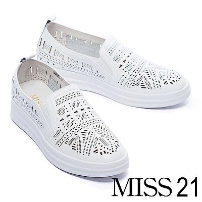 休閒鞋 MISS 21 趣味幾何雕花沖孔全真皮厚底休閒鞋-白