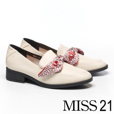 低跟鞋 MISS 21 經典質感印花緞帶馬銜釦樂福低跟鞋-米白