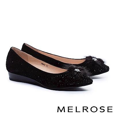 低跟鞋 MELROSE 奢華心鑽貂毛飾羊麂皮尖頭楔型低跟鞋-黑