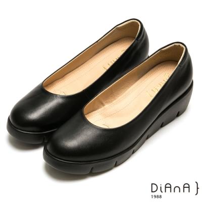 DIANA 素面真牛皮圓頭厚底5公分制鞋-漫步雲端超焦糖美人款-黑