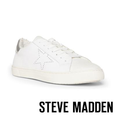 STEVE MADDEN-SENSE甜美洋溢星星雕花鋪毛綁帶平底休閒鞋-白色