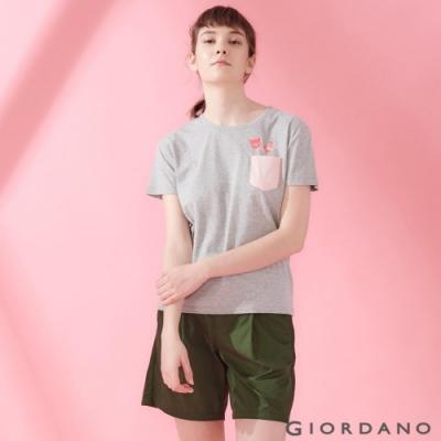 GIORDANO 女裝DEAR WORLD 系列純棉印花口袋T恤-11 中花灰