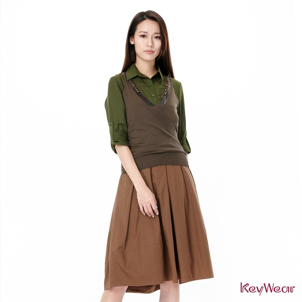 KeyWear奇威名品    細緻手工亮片縫製無袖針織上衣(-灰綠色