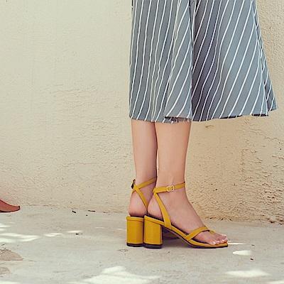 IREAL 亮色粗跟釦環高跟涼鞋