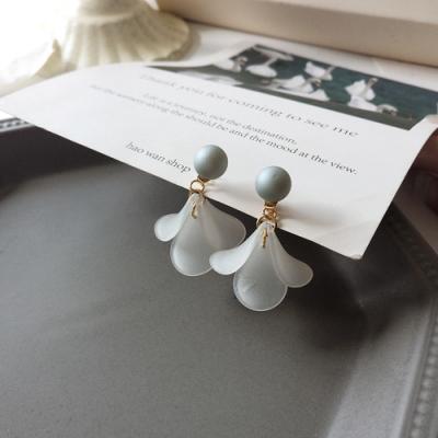 梨花HaNA 無耳洞/耳針款韓國啞光翠綠珍珠花卉耳環