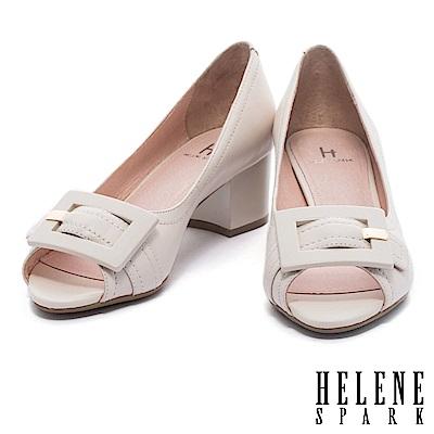 高跟鞋 HELENE SPARK 典雅氣質繫帶方扣魚口羊皮粗高跟鞋-米