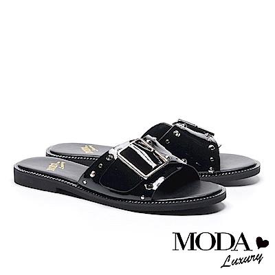 拖鞋 MODA Luxury 個性鉚釘方釦牛皺漆皮繫帶厚底拖鞋-黑