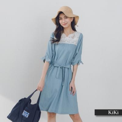 【KiKi】度假風蕾絲綁帶輕丹寧-洋裝(二色)