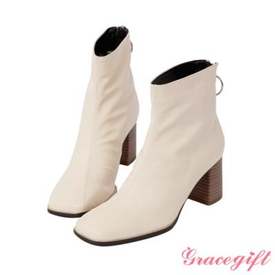 Grace gift-抓皺金屬圓環中跟短靴 米白