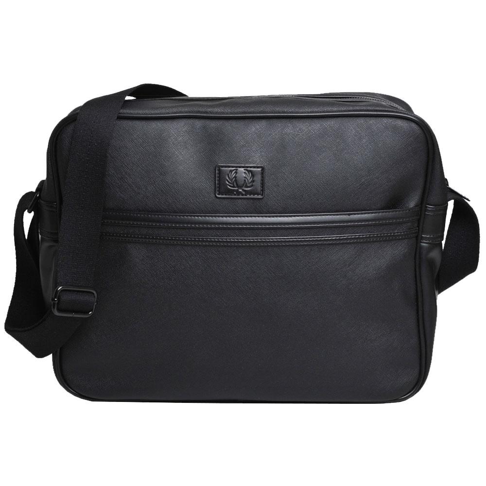 FRED PERRY  經典品牌LOGO皮標圖騰防刮材質斜背包(黑)