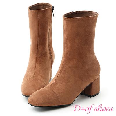 D+AF 極簡魅力.素面絨料美腿中跟襪靴*棕