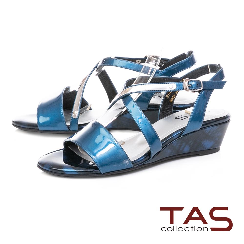 TAS 交叉繫帶銀飾條漆皮小坡跟涼鞋-海洋藍