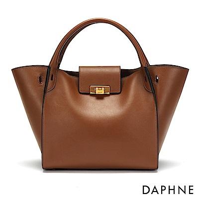 達芙妮DAPHNE-銅金色扣飾手提蝙蝠包-棕