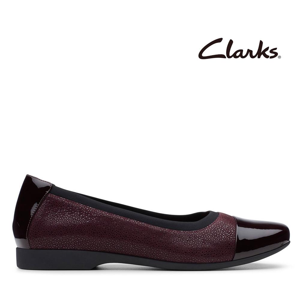 Clarks UN 漆皮鞋頭壓紋設計平底鞋 紫紅色