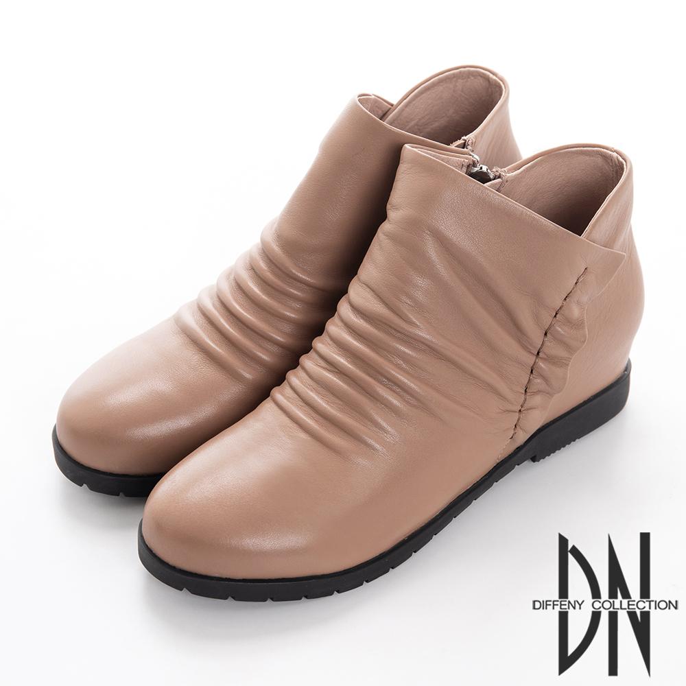 DN 簡約俏麗 嚴選牛皮抓皺造型短靴-卡其