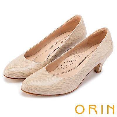 ORIN 都會時尚OL 簡約剪裁牛皮壓紋素面中跟鞋-米色