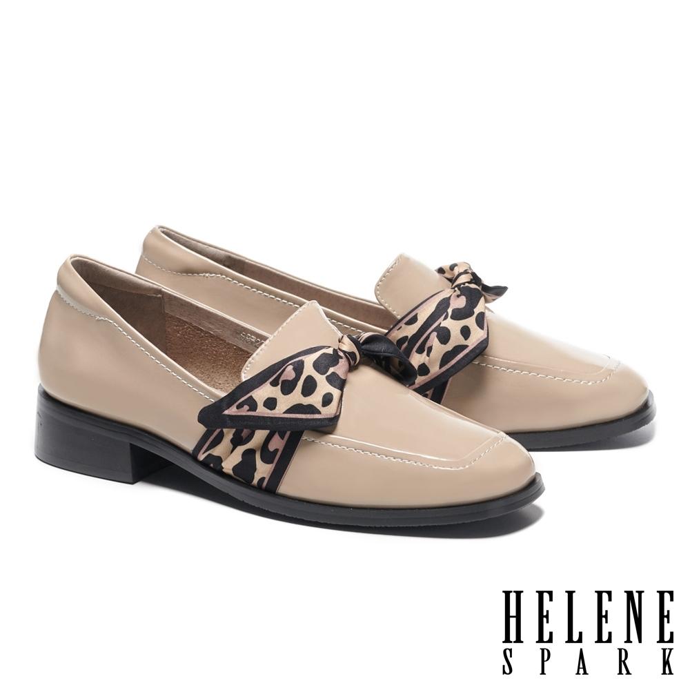 低跟鞋 HELENE SPARK 時髦豹紋絲巾全真皮方頭低跟鞋-米