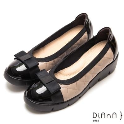 DIANA 漆皮拼接菱格紋牛皮蝴蝶結圓頭厚底鞋-焦糖美人-卡其