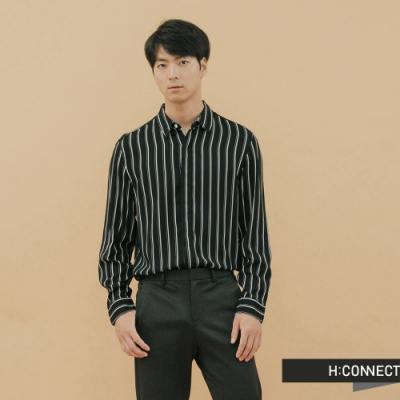 H:CONNECT 韓國品牌 男裝-都會感直條紋襯衫-黑