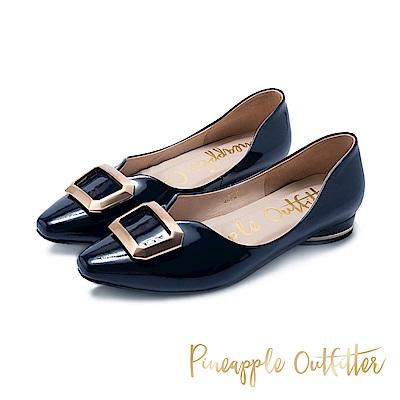 Pineapple Outfitter-FABIOLA華麗金屬方扣尖頭低跟鞋-鏡藍色