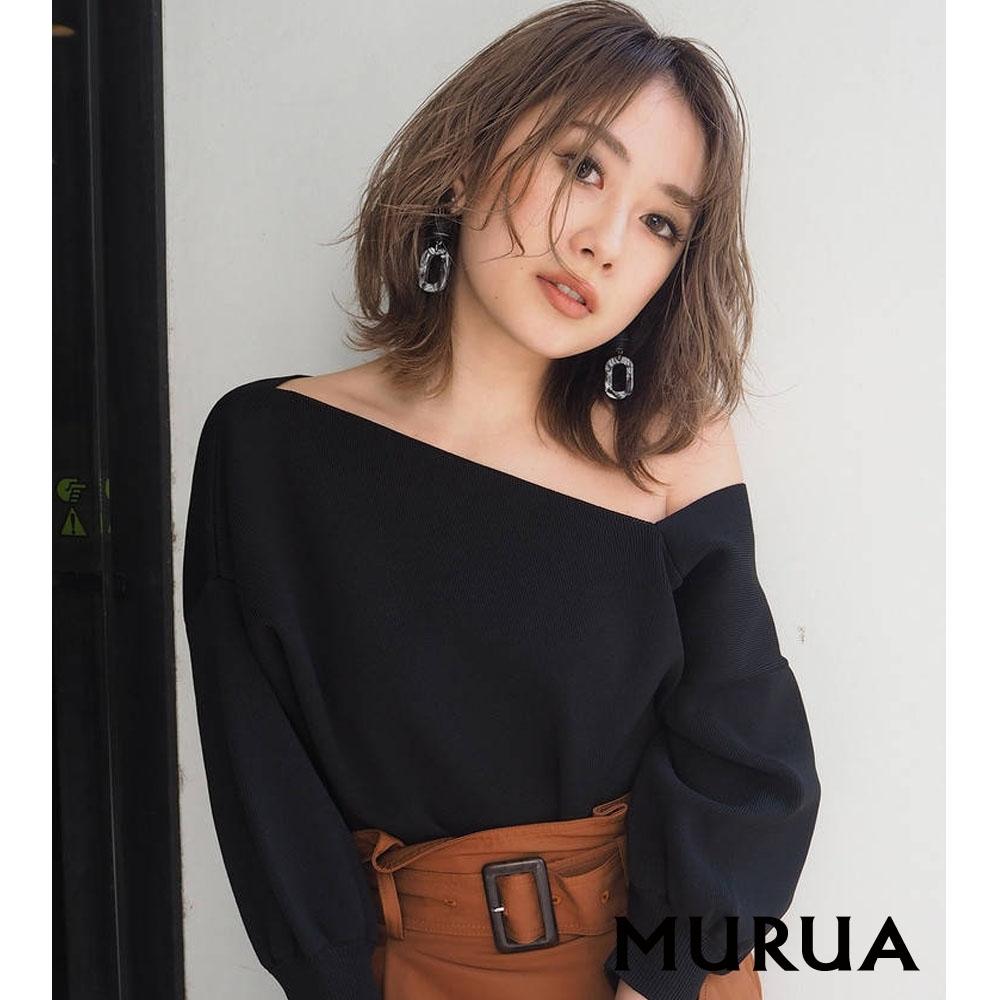MURUA 露單肩造型五分袖上衣(2色)