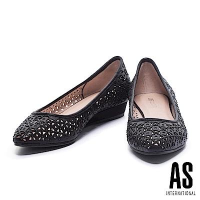 低跟鞋 AS 璀璨浪漫晶鑽沖孔造型尖頭低跟鞋-黑