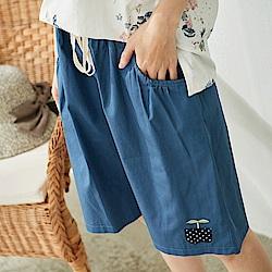 慢 生活 綠苗刺繡五分寬鬆短褲-藍色