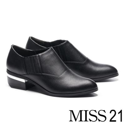 高跟鞋 MISS 21 極簡率性蜥蜴壓紋皮革尖頭粗高跟鞋-黑