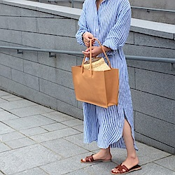 MOCO清爽亞麻透氣條紋附綁帶側口袋開叉長版襯衫洋裝