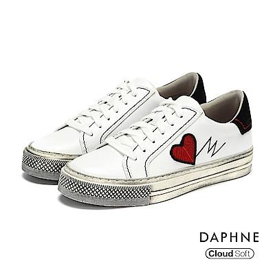 達芙妮DAPHNE 休閒鞋-復古仿舊繡字舒軟綁帶休閒鞋-白