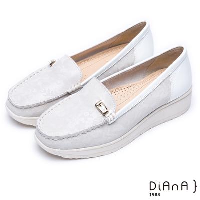 DIANA 漫步雲端超厚切焦糖美人款--經典方釦真皮厚底休閒鞋-米白