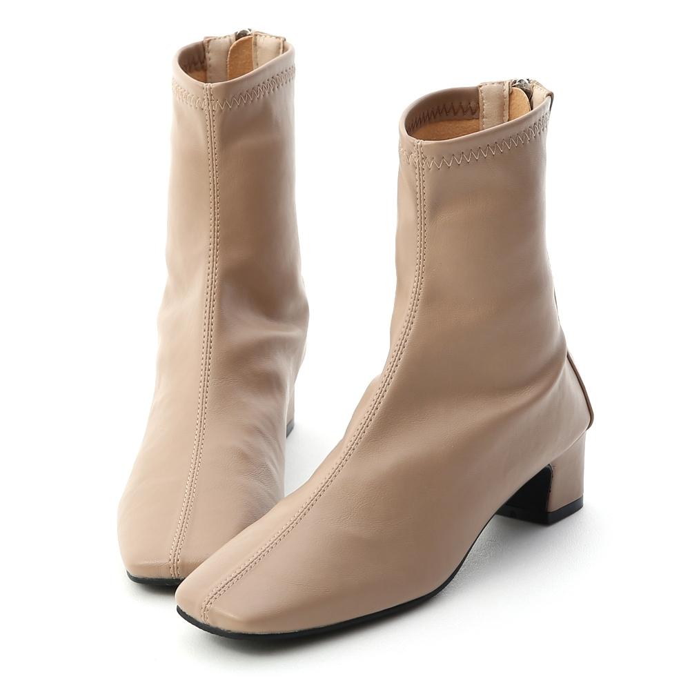 D+AF 潮模時尚.素面車線方頭低跟襪靴*杏